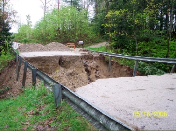 connors-mill-rd-washout-mothers-day-2006